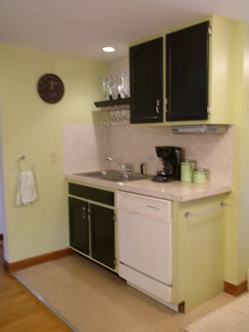 Fully equipped Kitchen, including dishwasher.