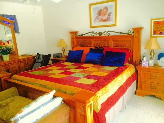 Master Bedroom Suite+Private Bath - Henderson