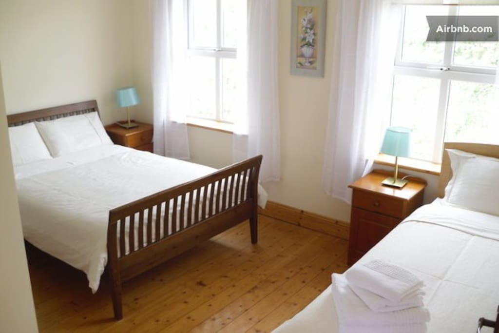 Triple room, with clean white linens. This room does not have a sea view from the bedroom.
