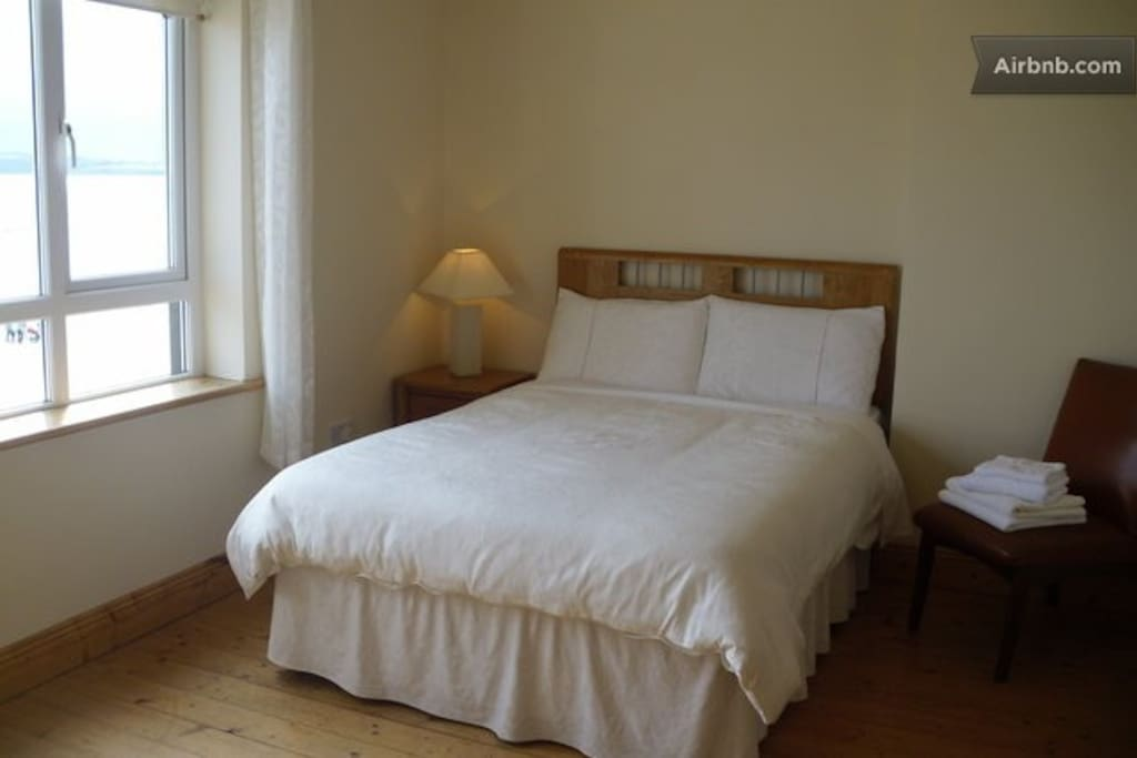 Double room with magnificent views of the beach and surrounding Hook Penninsula.