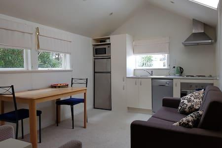 Nikau Cottage - Tidy one bedroom guesthouse - Веллингтон - Гостевой дом