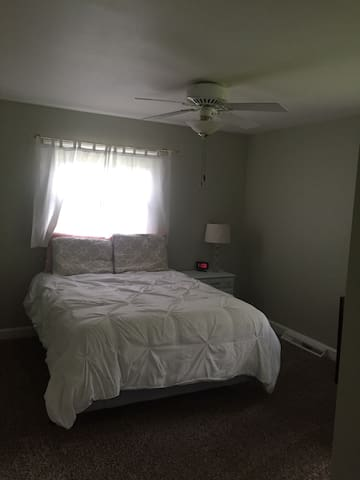 Quiet, cozy bedroom - Winston-Salem