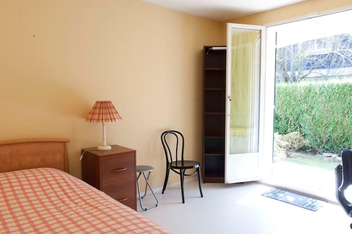 Furnished studio Gif sur Yvette, FR - Gif-sur-Yvette - Appartement
