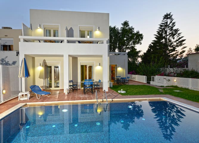 Lovely apartment near the sea with swimming pool - Πλατανιά - Wohnung