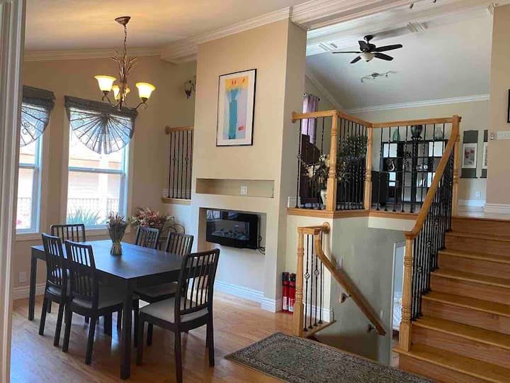 Bright Spacious House with Backyard Park and BBQ