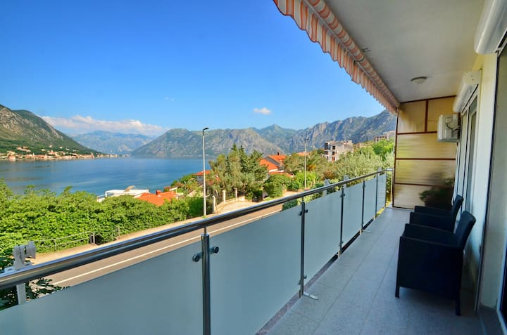 Seaview luxury flat in Kotor with 2 terraces