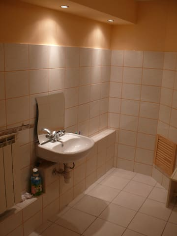 WHOLE FLOOR metro wifi priv bathroo - Warsaw - House
