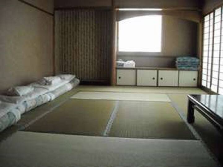 Japanese-style room 12 tatami mats/bath+toilet