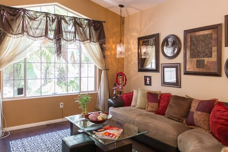 Room 2 (Summerlin/Red Rock) 2 rooms available