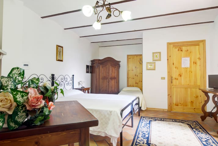 B&B in the Center of Italy Fabriano - Fabriano - Bed & Breakfast