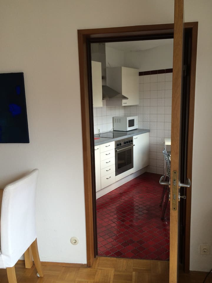 Temporary, sunny  flat in heart of Westend!