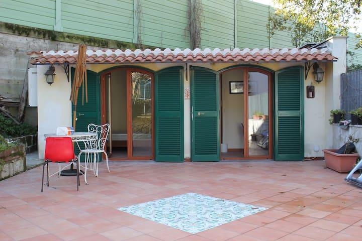 Bilocale privato con terrazza e giardino - Pozzuoli - Maison