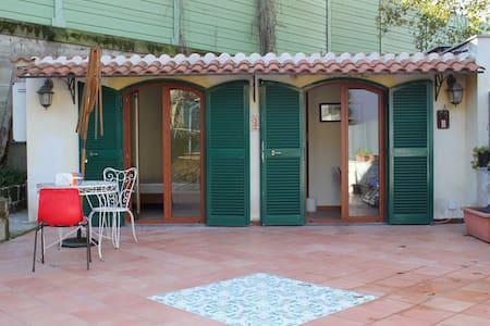 Bilocale privato con terrazza e giardino - Pozzuoli - House