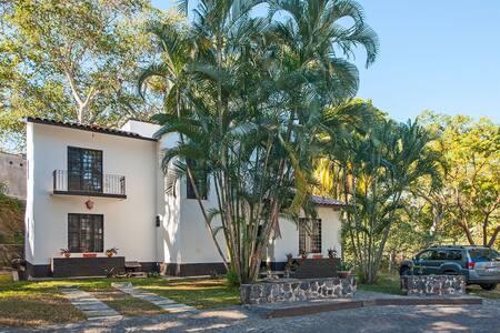 Habitación en Villa, con alberca y rampa de skate - La Cañada - Villa