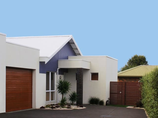 Cuttriss - Spacious sunny beach apartment - Inverloch - Pis