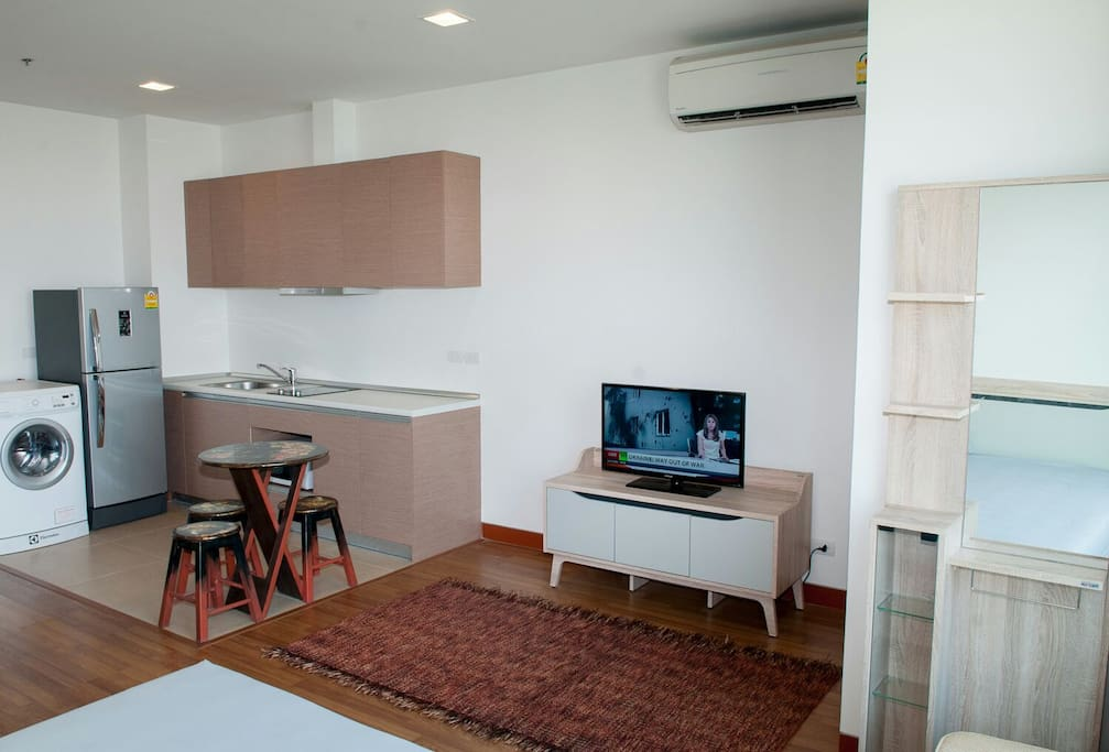 TV, Kitchen, washer & Dryer