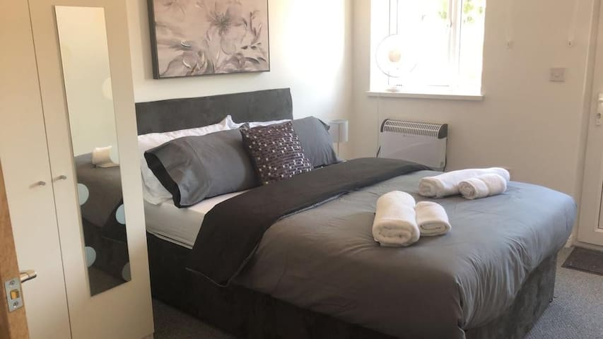 Flat C North Rd, Cosy 2 bed flat close to town.