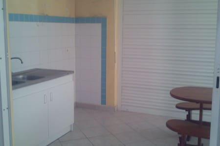 T2 sécurisé en rez de jardin - Apartment
