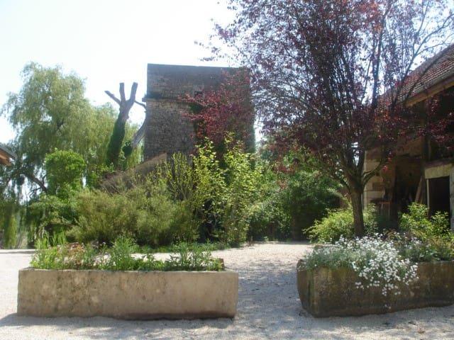 La Romanerie Côté cour Gîte spacieux et Sauna
