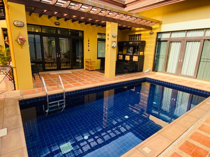Spacious Family 3-Bedroom House with Private Pool
