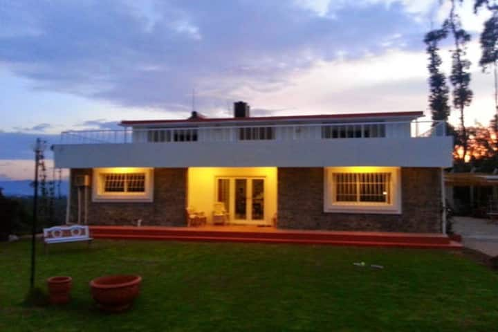 Mountain Top Holiday Home, Ooty
