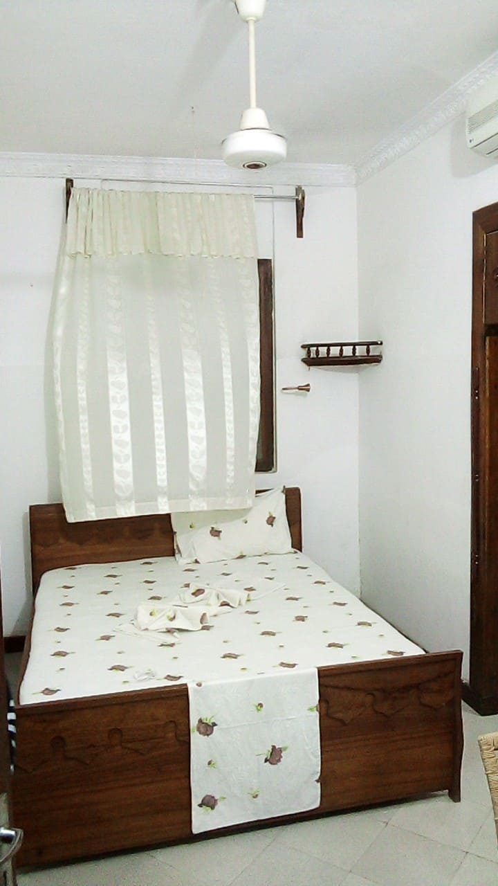 Queen Size bed Room nearby seaport