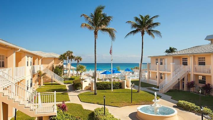 Cozy Gulfstream Manor 1 Br Sleeps 4 On The Beach!