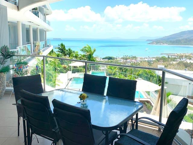 ★Spectacular Seaviews, Pools, Modern decor, Wifi ★