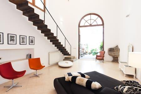 Loft92: 2 Levels of Pure Design - Palermo