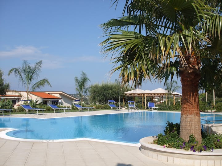 2 bed apartment with a spectacular panoramic sea, coastline and mountain views