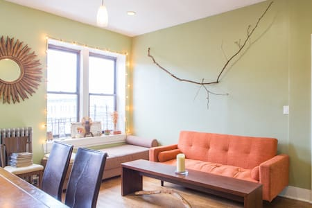 Bright, spacious Brooklyn treehouse