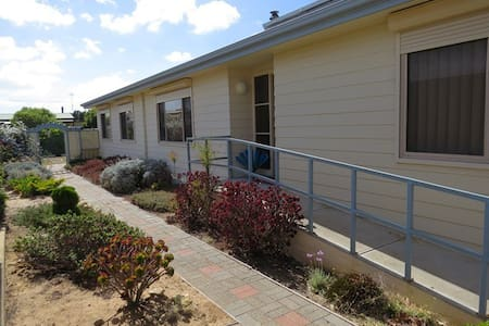 1.4km to beach. Sleeps 8 in 3 rooms - Goolwa Beach