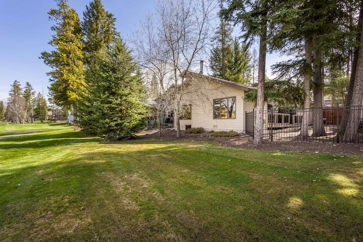 Beautiful Home with Stunning Golf Course Views!