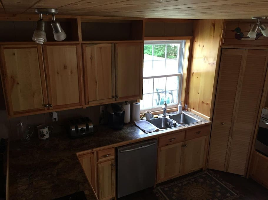 New kitchen, dishwasher, built in oven, fully equipped.