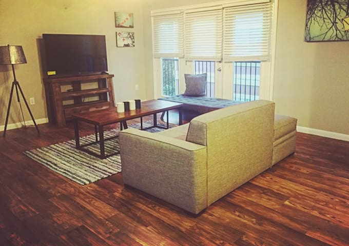 BEST LOCATION in Bricktown, lots of sleeping space - Oklahoma City - Apartment