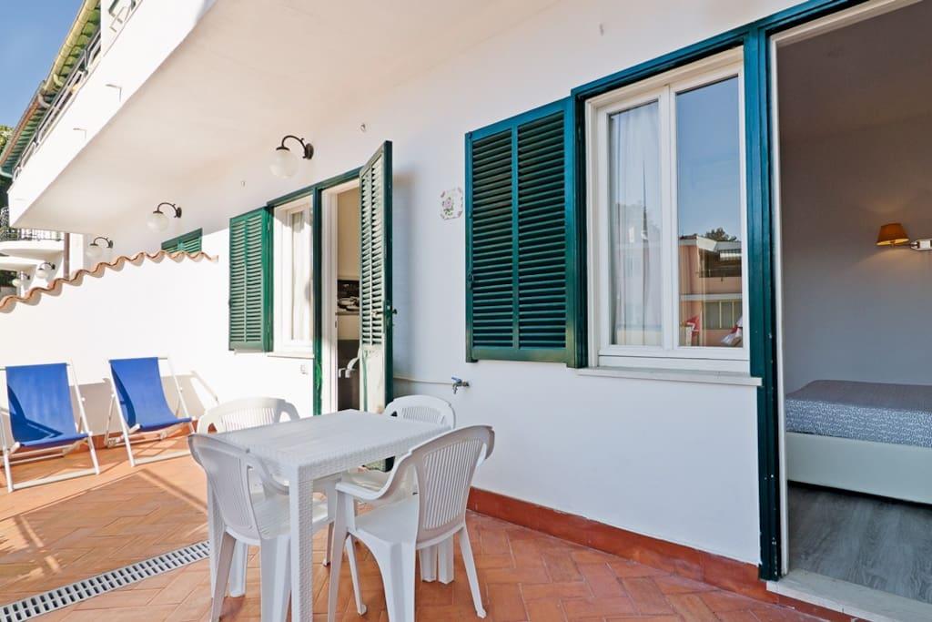 Ingresso e terrazzino privato del'appartamento
