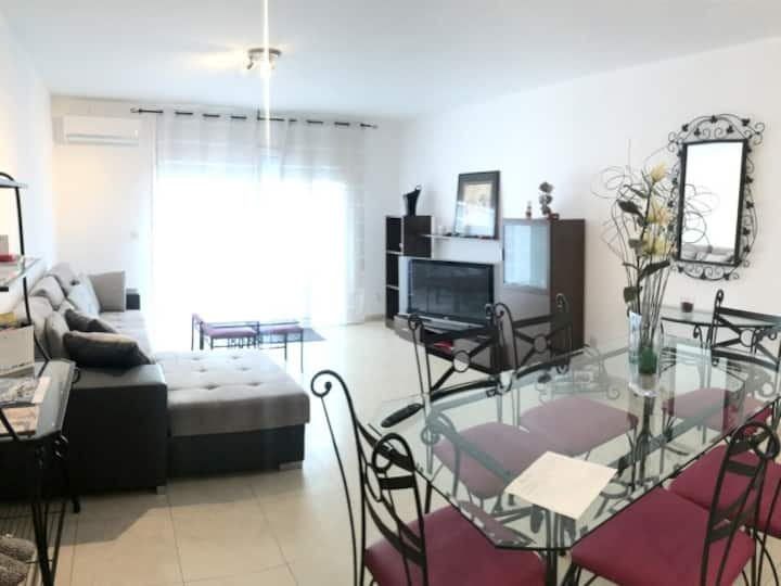 MOX5 Apartment 2 bedrooms located on the center of Empuri8abrava