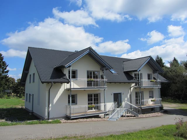 """Ferienwohnung """"Am Alten Forsthaus"""" - Judenbach - Byt"""