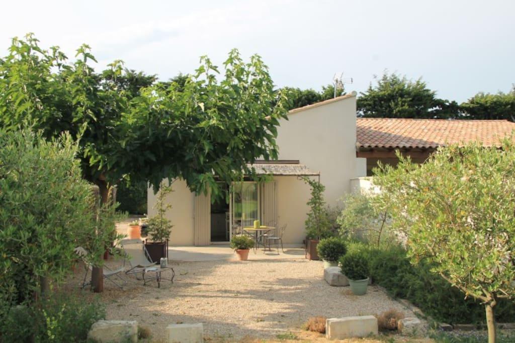 Gite A Eygalieres En Provence Avec Piscine Appartements