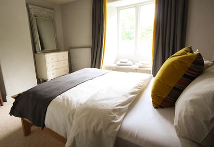 The Culm Valley Inn, dog friendly double no.4 - Culmstock