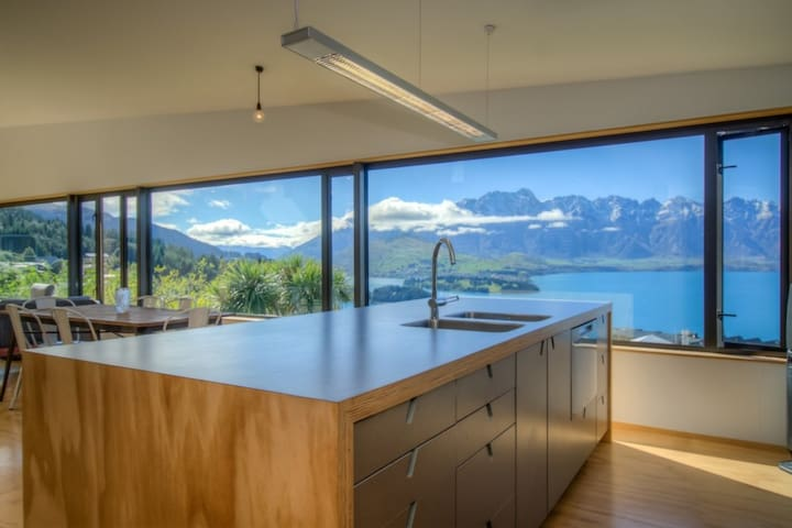 Front House - Queenstown - Hus