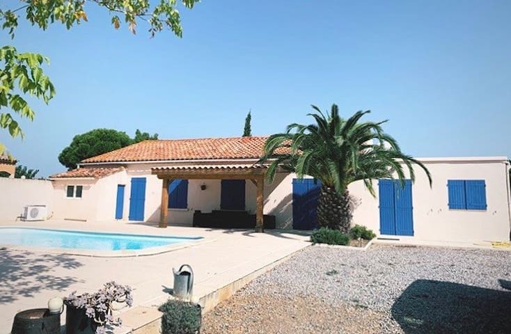 Villa avec piscine 180m² + 5000m² de terrain