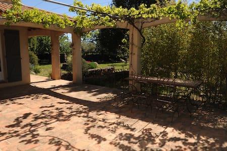 Villa avec piscine dans un cadre naturel - Clermont-l'Hérault - Дом