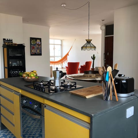 70m2 of open area connecting kitchen, dining and living areas