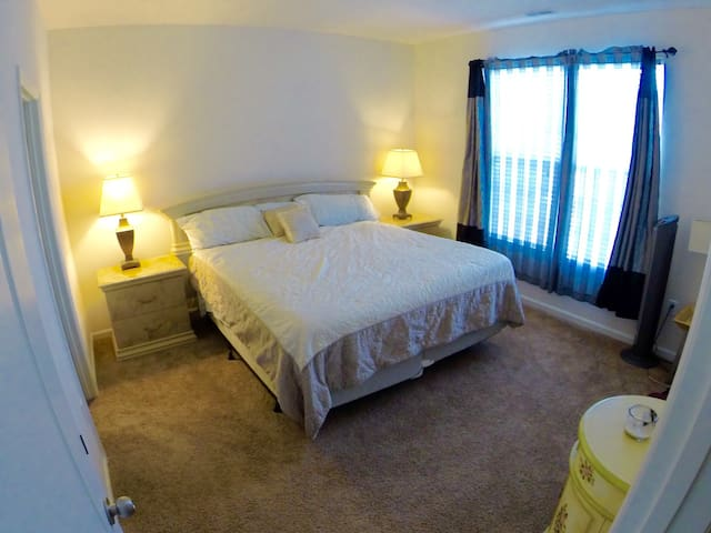 GORGEOUS MASTER BEDROOM SUITE W/ PRIVATE BATHROOM!