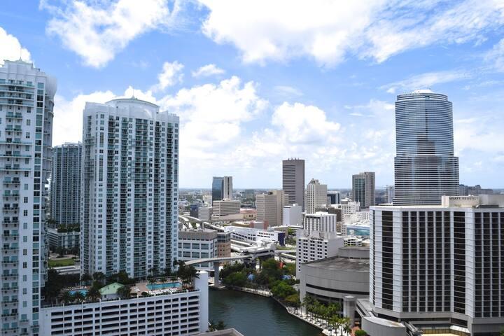 Amazing City Views W Miami Condo