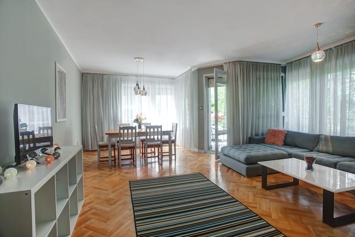 Spacious apartment close to the American Embassy