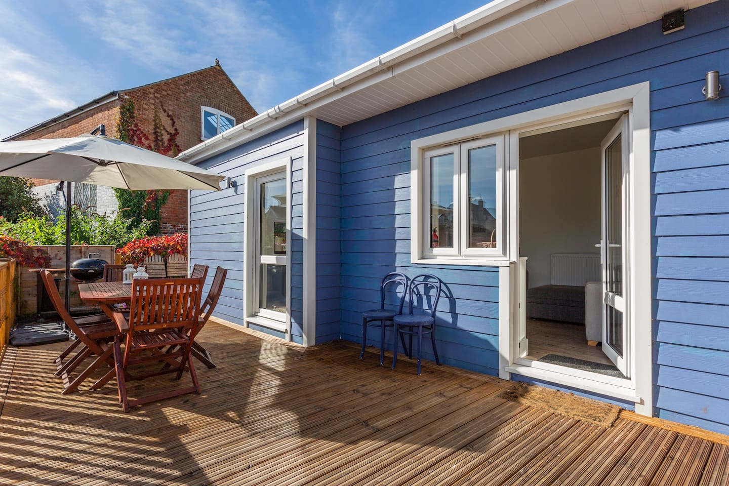 Tucked away in the heart of Cowes: a private space with a sun-trap garden.