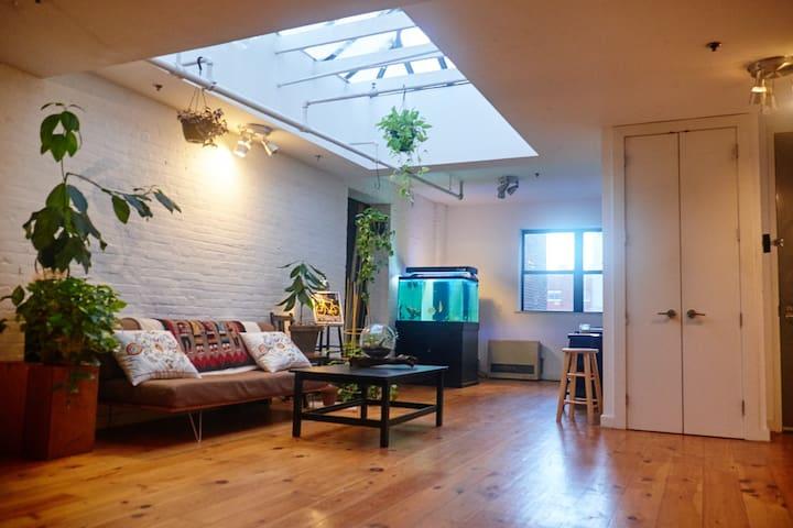 Quiet, Spacious Room, Beautiful Williamsburg Loft