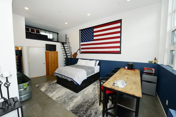 Open Modern Suite w/ Loft - Ballard - Seattle - Loft